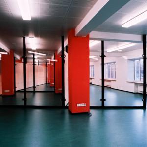 architektor-oleg-lapto-ofis-krasnie-kolonni-1