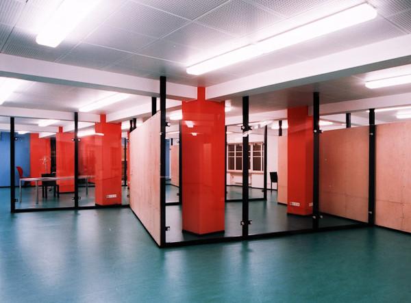 architektor-oleg-lapto-ofis-krasnie-kolonni-2