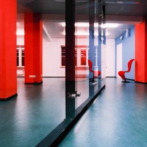 architektor-oleg-lapto-ofis-krasnie-kolonni-6